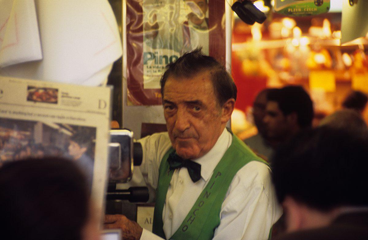 Pinochio - La Boqueria Market, male, face, cafe