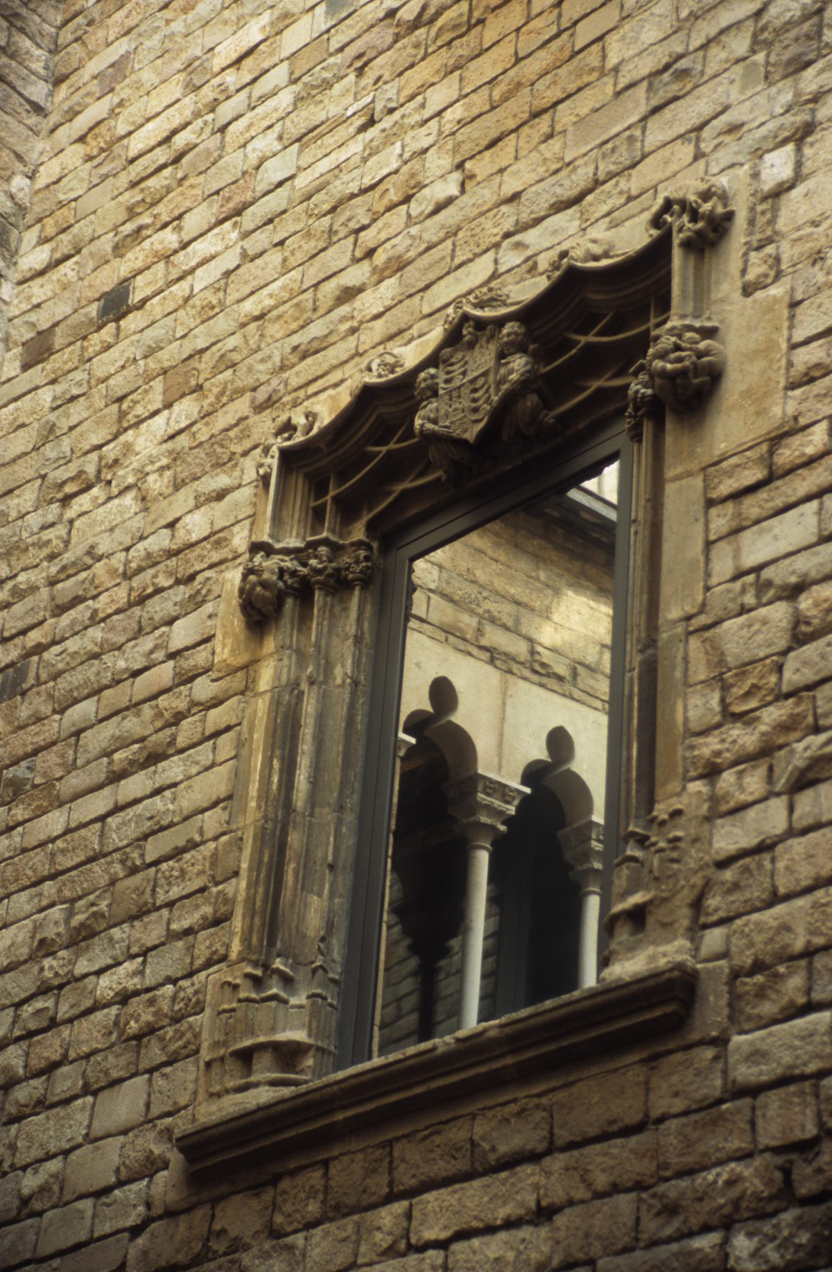 Barri Gotic, window, reflection, building
