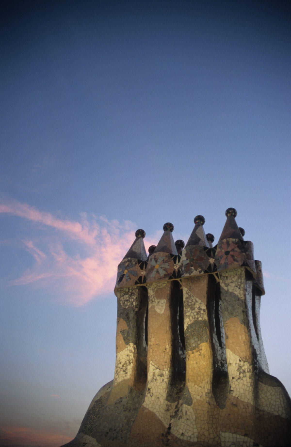 Casa Batlló - Gaudí chimneys, chimney, sky