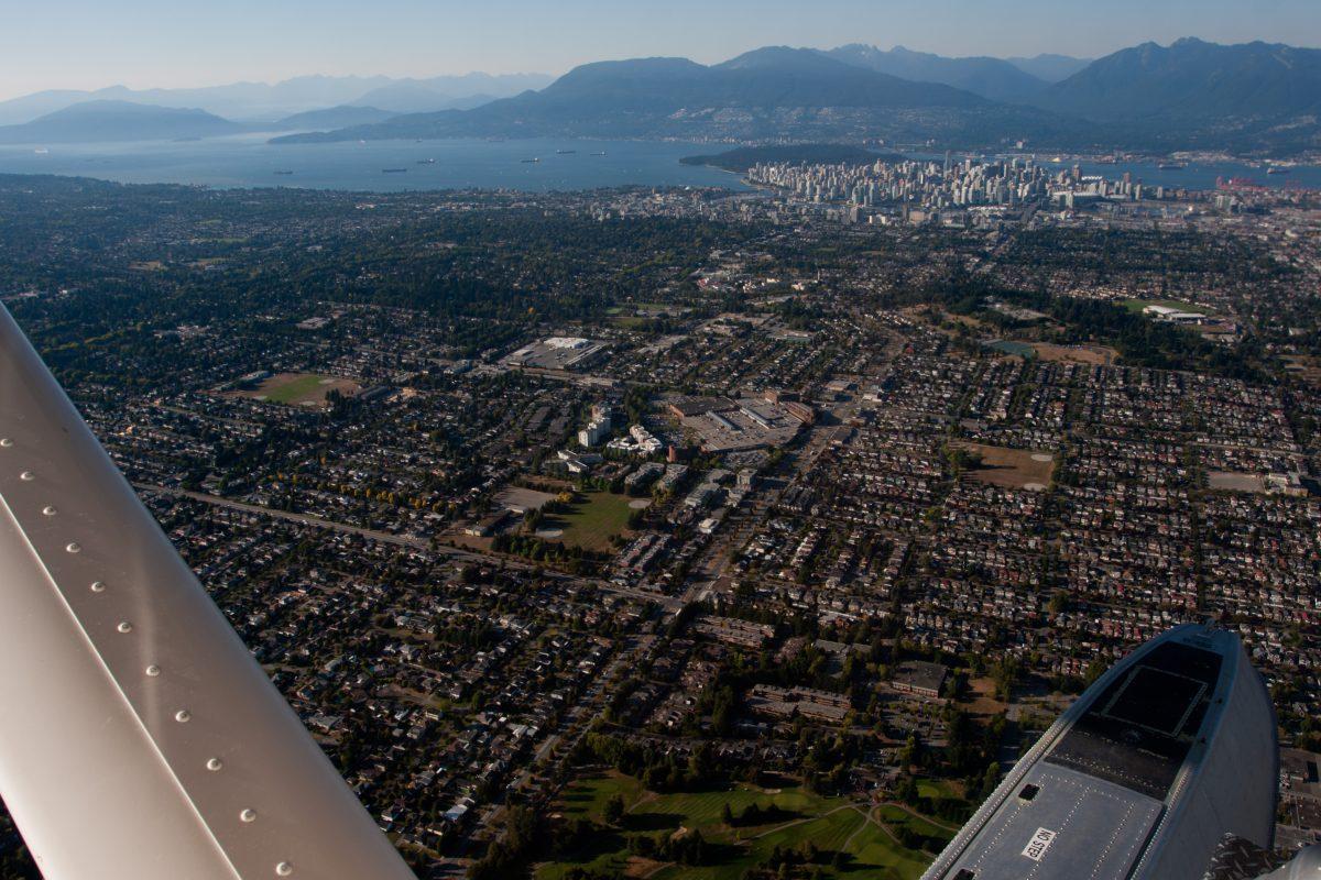 Seaplane - Aproaching Vancouver, seaplane, city