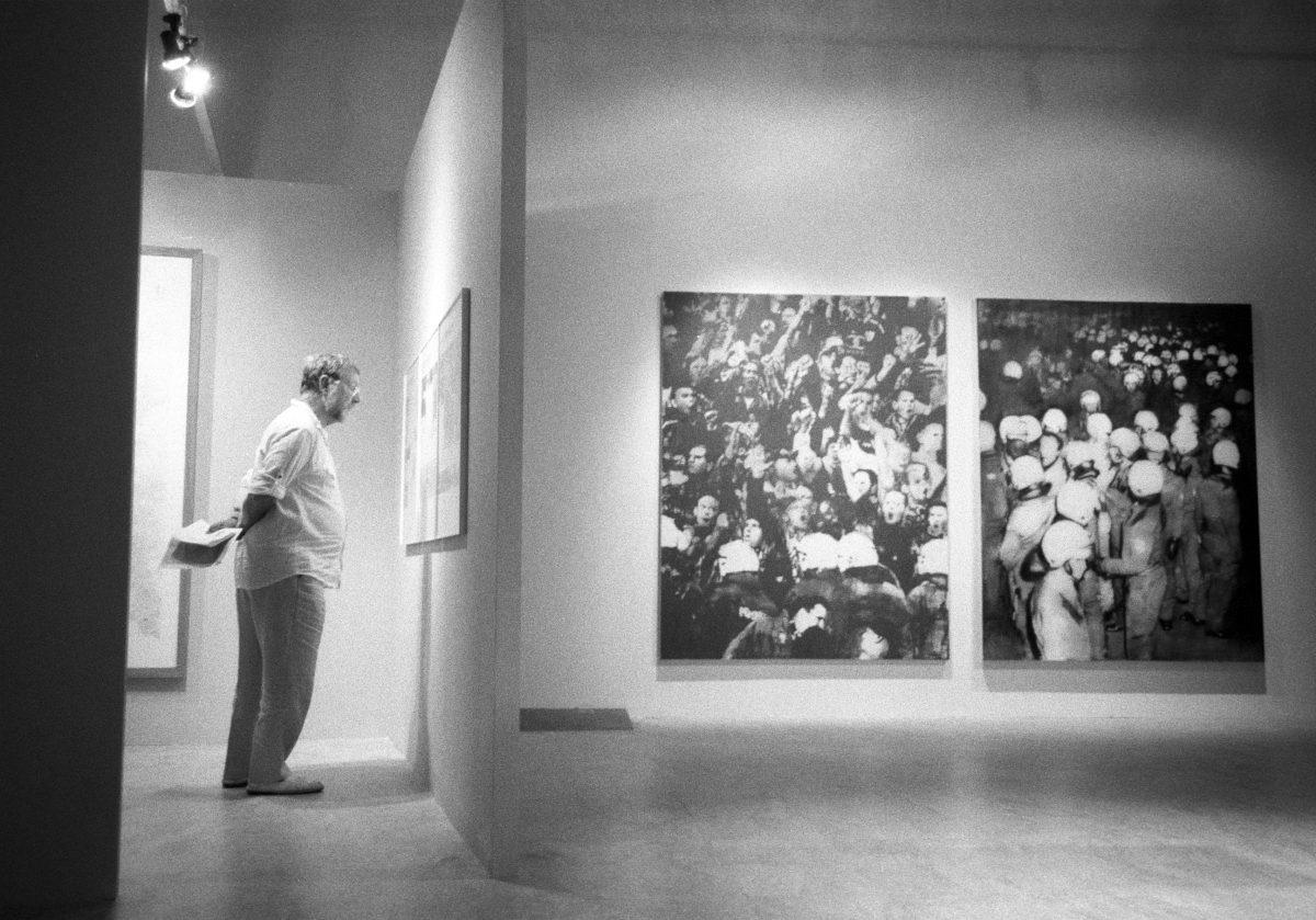 male, art, museum, bw
