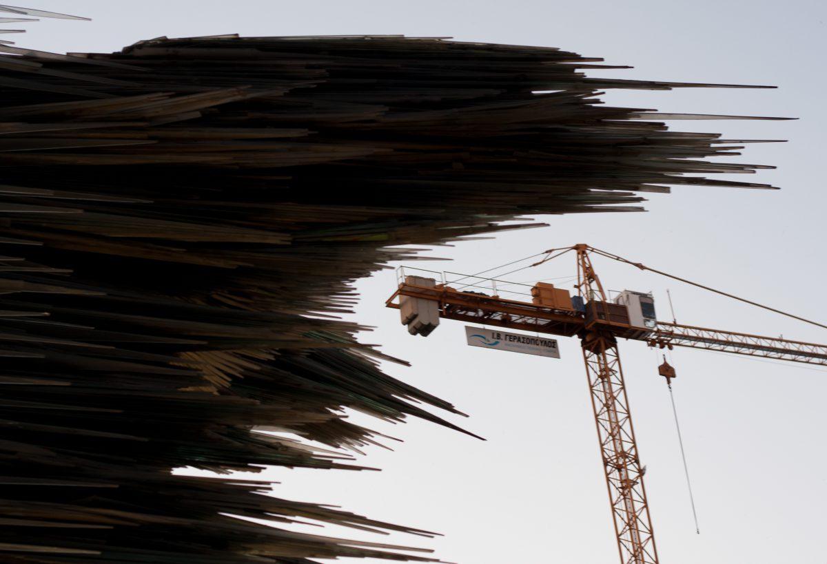 Dromeas - Costas Varotsos, sculpture, glass, crane