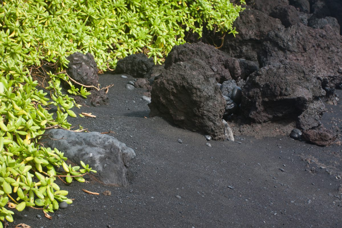 Black Beach, beach, rock