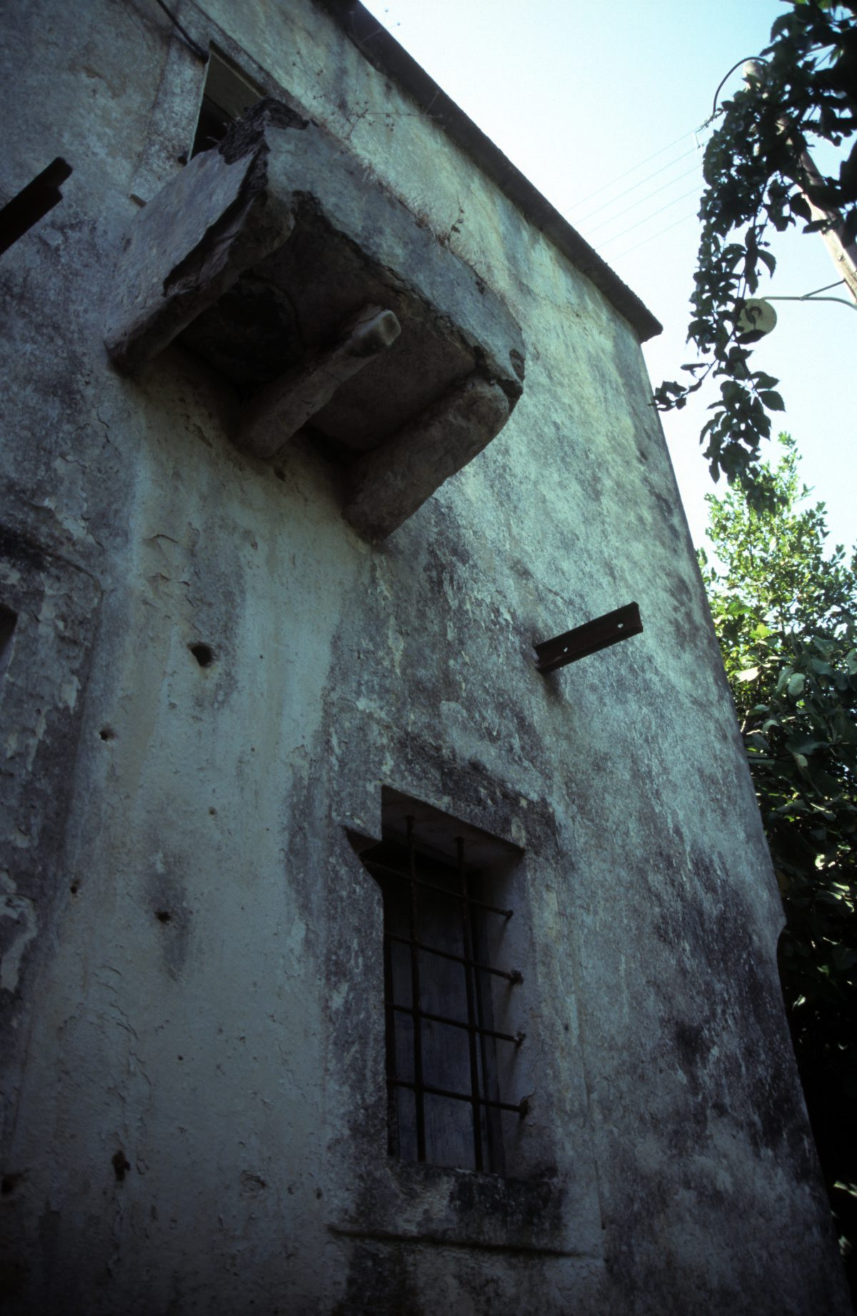 house, decay