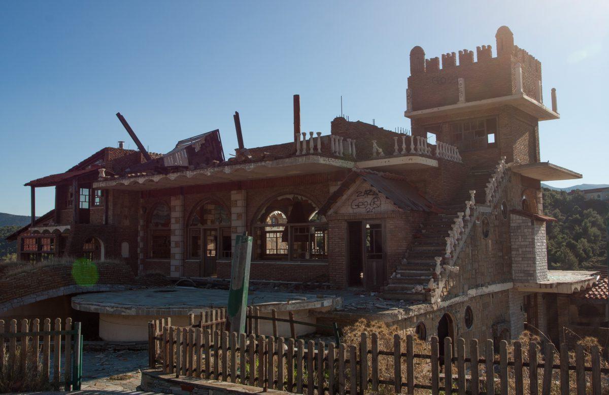 decay, building