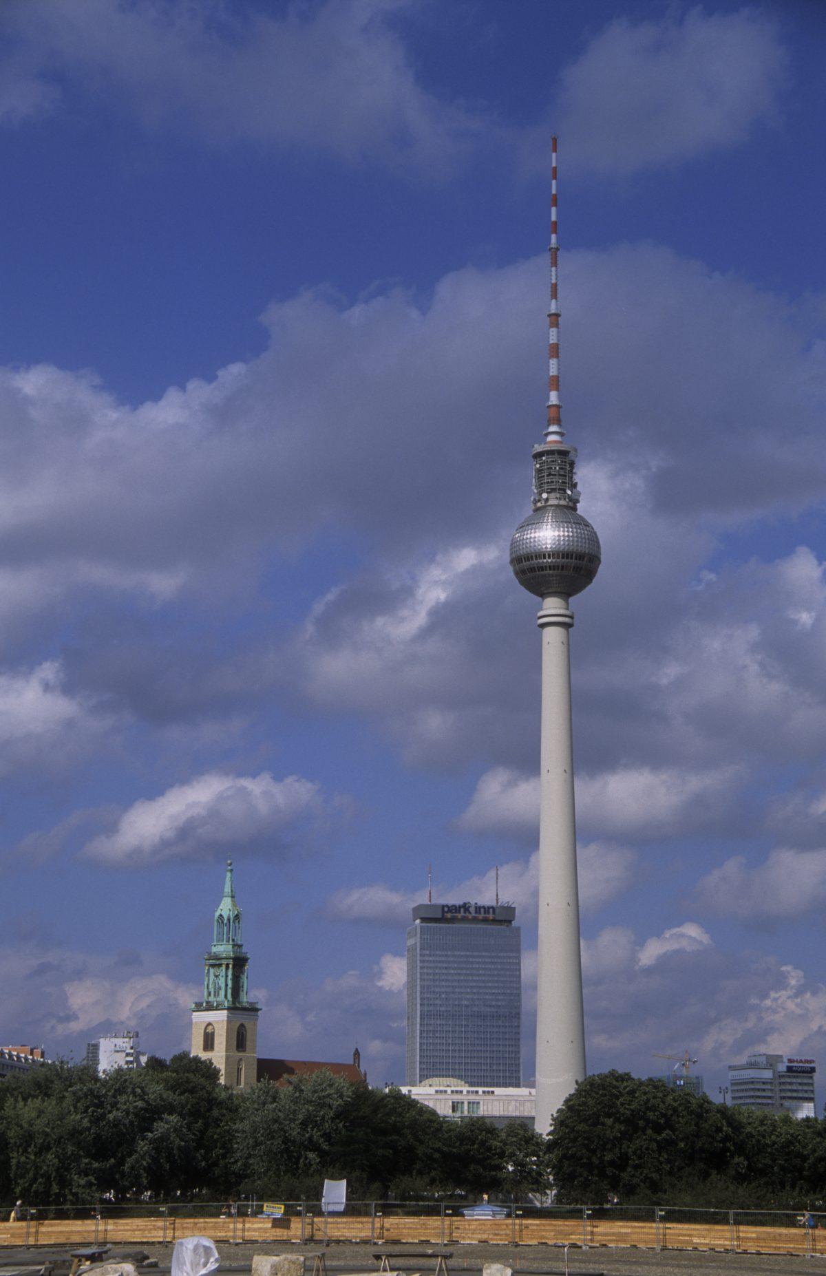 TV antenna, tower, antenna, sky, skyline