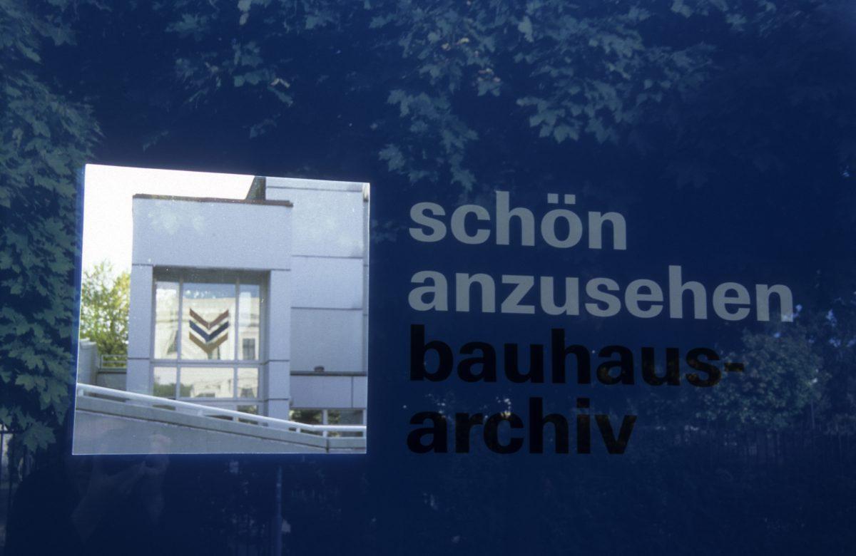 schön anzusehen - Bauhaus archive, text, sign