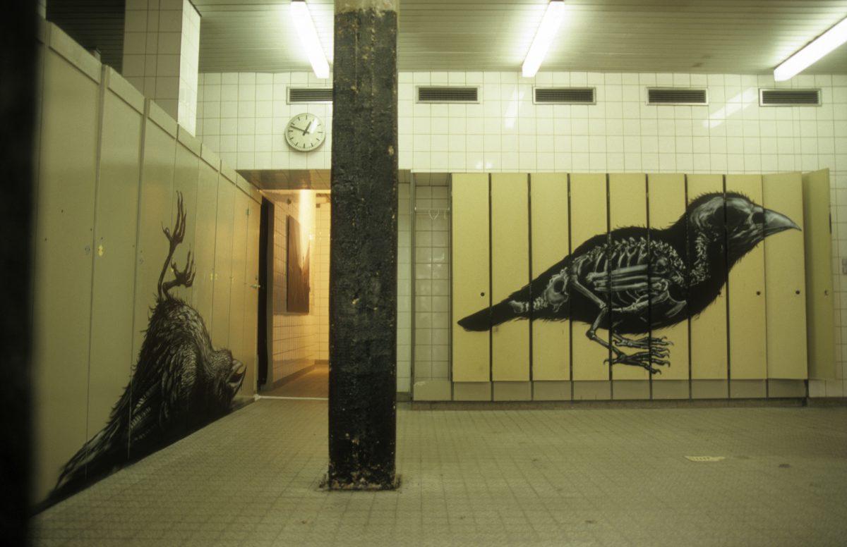 Indoors street art - Roa, graffiti, decay