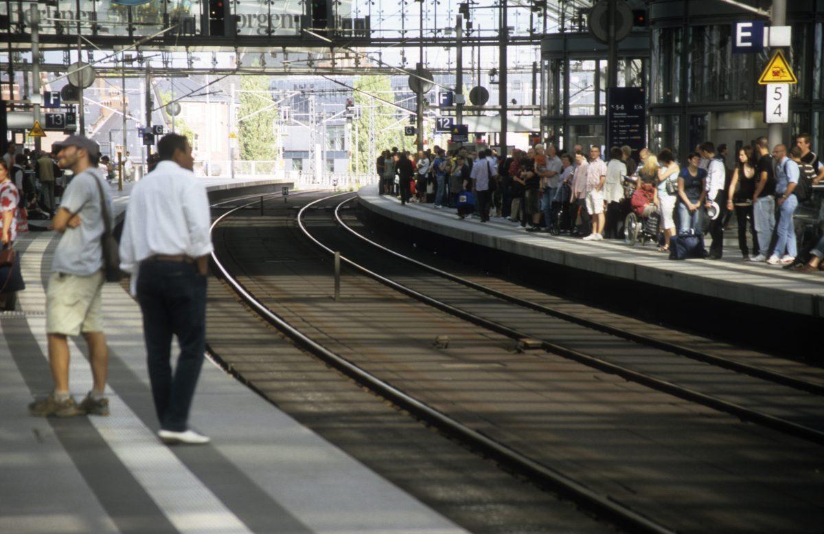 train, people