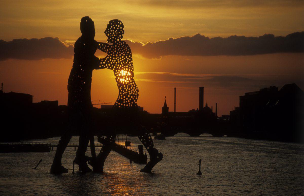 Molecule Man - By Jonathan Borofsky, landmark, art, water, sun, sunset, sculpture, color, contrast