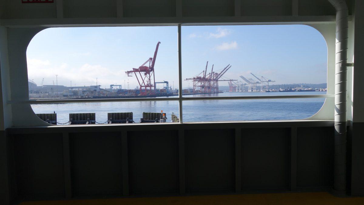 Cycling tour - Vancouver to LA, crane